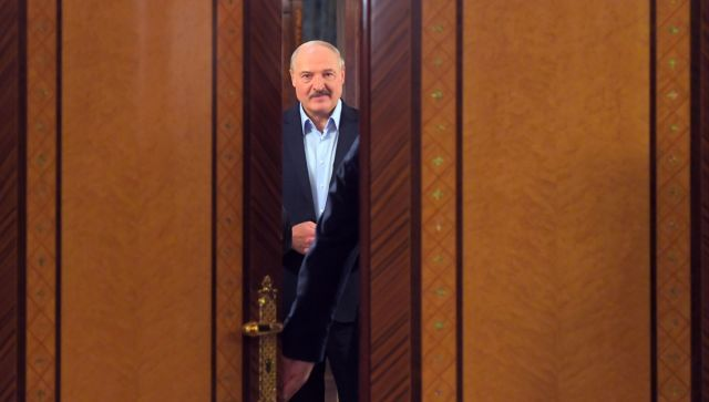 К чему приведет бегство Тихановской и протесты в Белоруссии - эксперты
