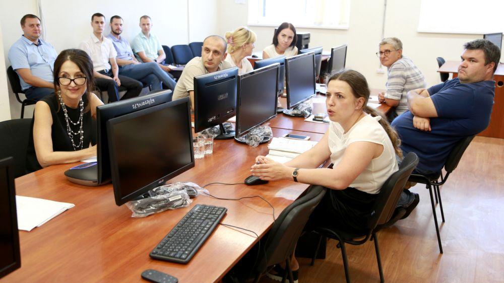 Валентина Кирлица: Специалисты Госкомрегистра к моменту перехода на ФГИС ЕГРН обязаны в полной мере владеть навыками работы в новом программном комплексе