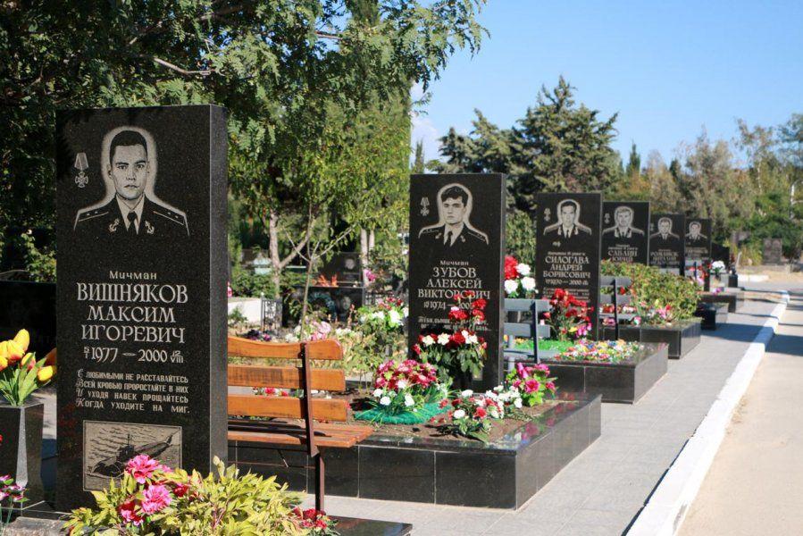 Михаил Развожаев почтил память погибших подводников