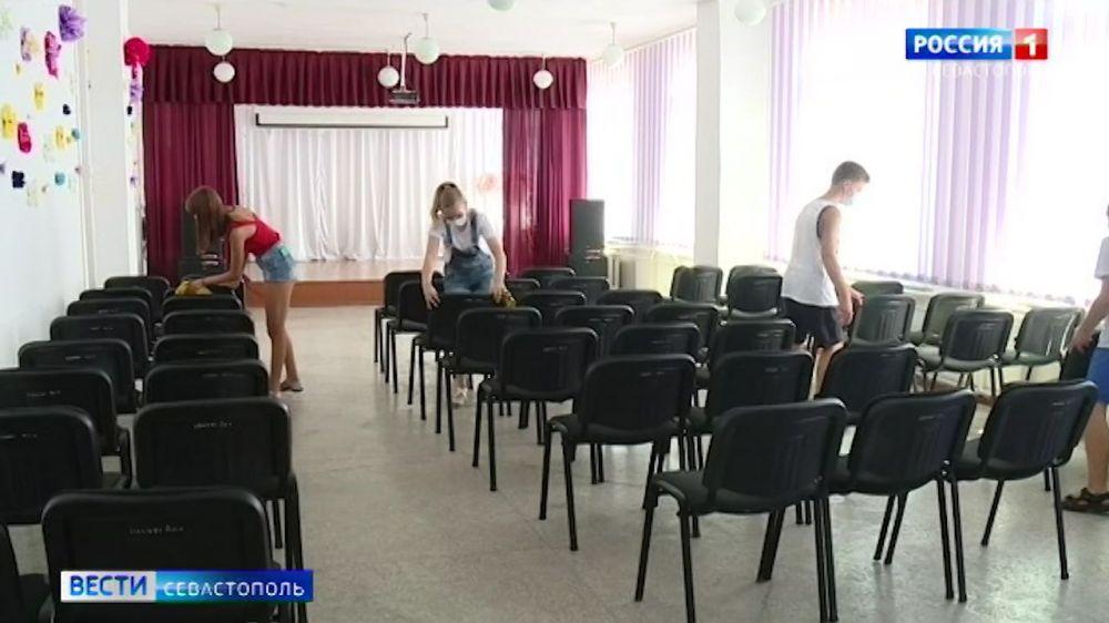 Севастопольские школьники будут работать на каникулах и после уроков