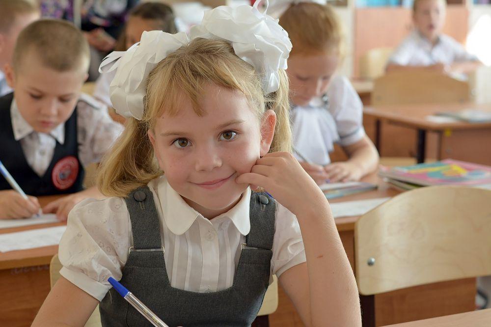 Многодетным семьям Крыма уже выдают по 3 тысячи рублей на покупку школьной формы