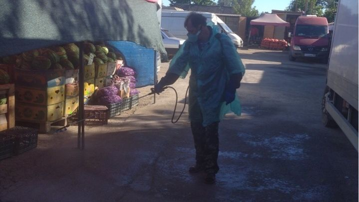 В Джанкое продолжается проведение дезинфекционной обработки рынков и ярмарок города.