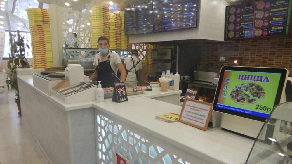 В Феодосии продолжаются рейдовые мероприятия на предмет соблюдения масочного режима персоналом кафе и магазинов