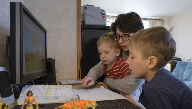 Школьникам Крыма усложнят программу из-за коронавируса