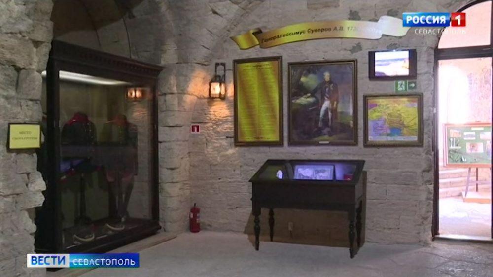 На Михайловской батарее открылась выставка документов из музея Суворова