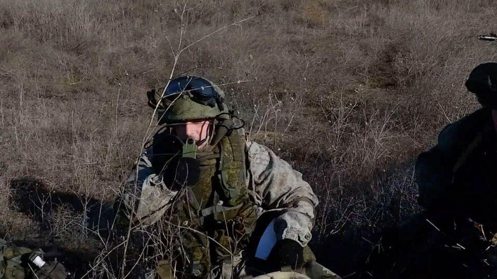 На Черноморском флоте студенты КФУ стреляли из гаубицы Д-30 и миномета «Поднос»