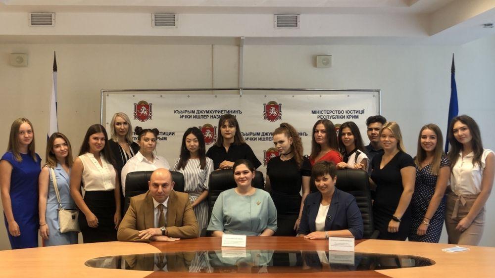 Сотрудники Департамента ЗАГС Минюста Крыма при содействии общественного совета провели правовые лекции для студентов