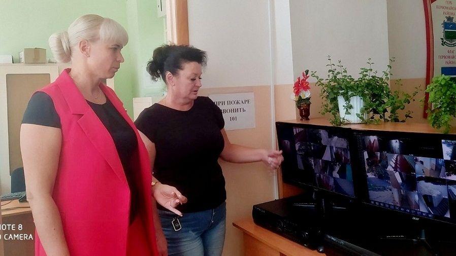 Елена Крестьянинова проверила готовность Первомайской школы №2 к новому учебному году