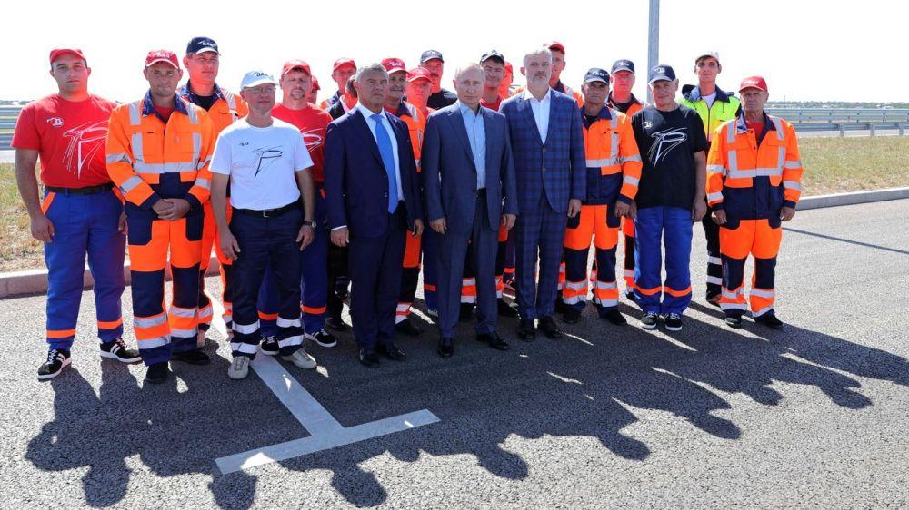 Сергей Аксёнов принял участие в открытии Владимиром Путиным рабочего движения по новому построенному участку автодороги «Таврида»