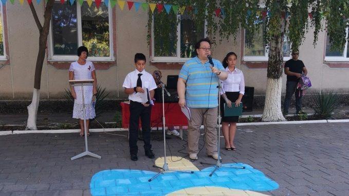 Олег Лобов принял участие в торжественной линейке, посвященной Дню знаний