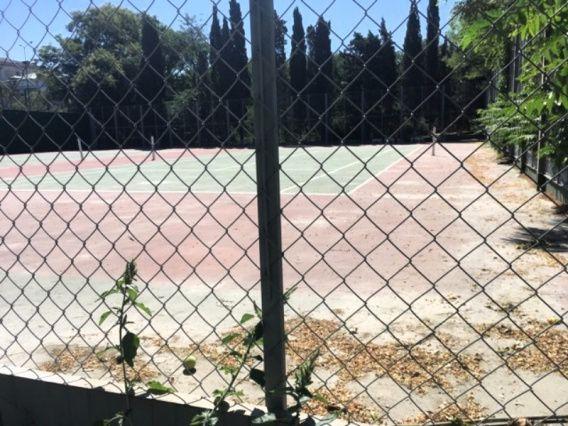 В Комсомольском парке Севастополя открывают площадки для игры в теннис, отремонтированные в 2018 году
