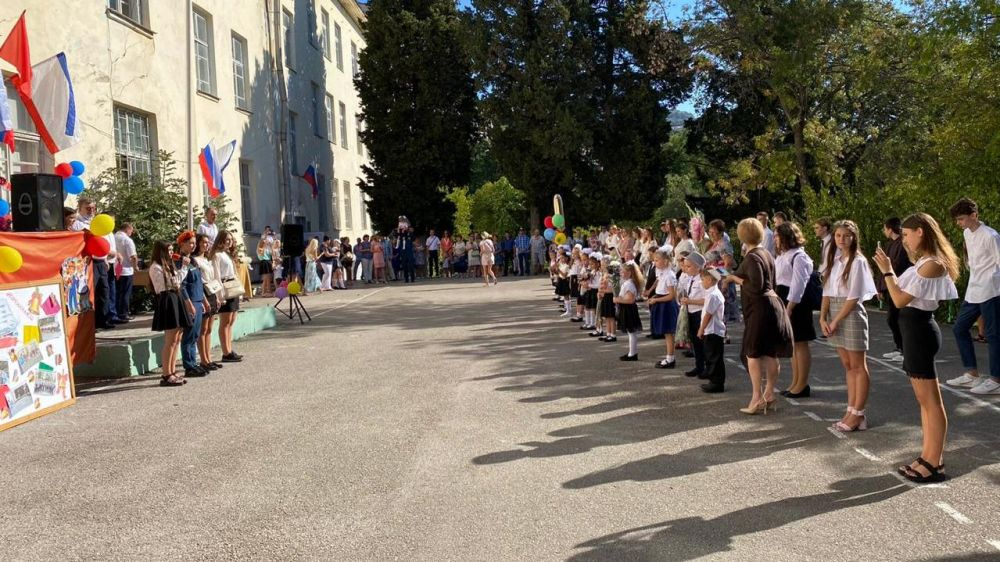 В посёлках Ялтинского региона отметили День знаний