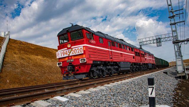 Первые вагоны с зерном на экспорт прибыли в Крым по железной дороге