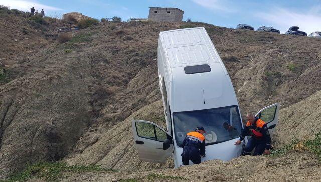"""""""ГАЗель"""" с пассажирами упала с 20-метрового склона в Крыму - фото"""