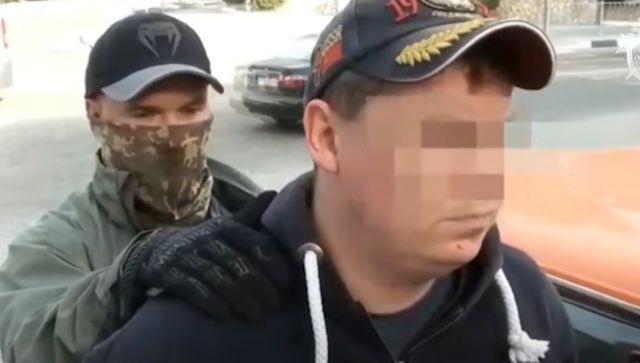 В Крыму осудят коммерсанта за взятку пограничнику: видео задержания