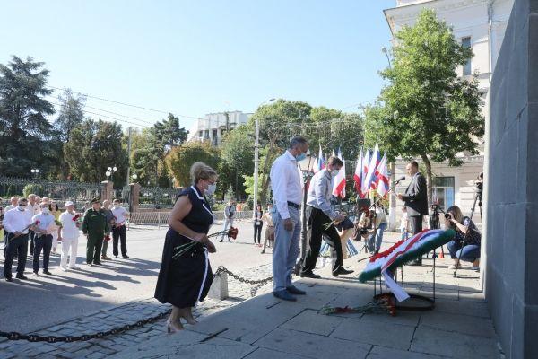 В Симферополе почтили воинов, павших в Крымской войне