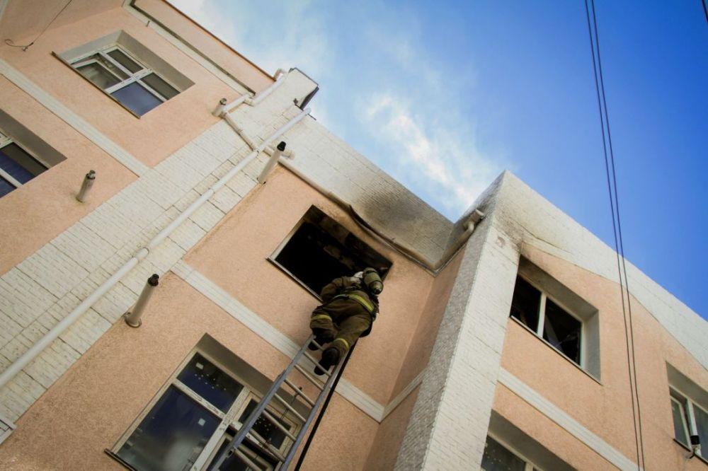 В Севастополе на пожаре спасли собаку и эвакуировали четверых человек