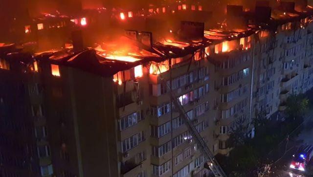 54 квартиры сгорело: жуткий пожар в Краснодаре тушили всю ночь - видео
