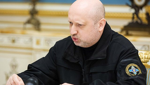 Турчинов связал Крым и войну в Донбассе