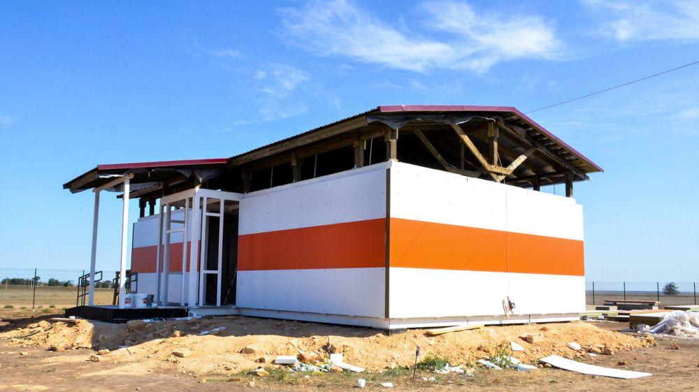 Глава администрации Черноморского района проинспектировал ход строительства социально значимых объектов