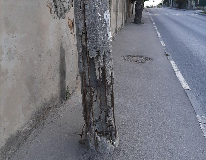 Симферопольцы требуют от властей решить вопрос с аварийными столбами