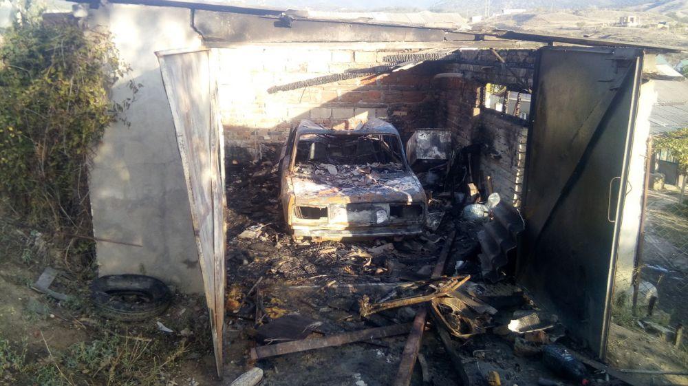 Сотрудники ГКУ РК «Пожарная охрана Республики Крым» ликвидировали загорание гаража