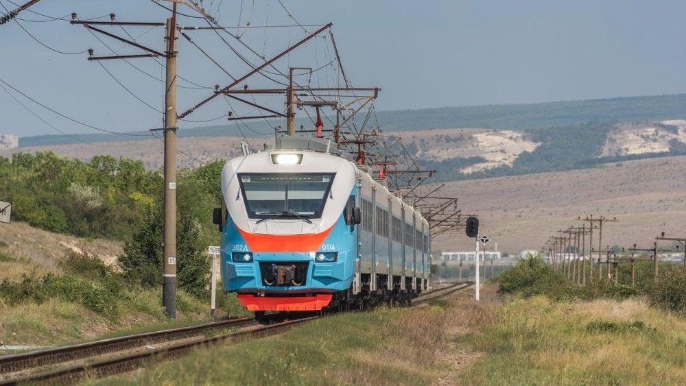 В Крыму пригородные электропоезда перешли на зимнее расписание