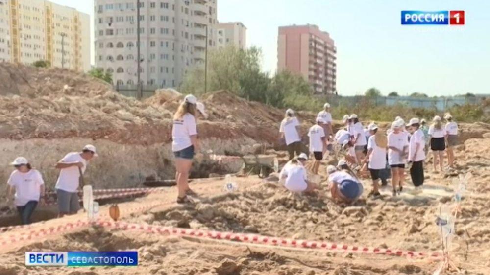 На Херсонесе Таврическом в Севастополе обнаружили участок античной дороги