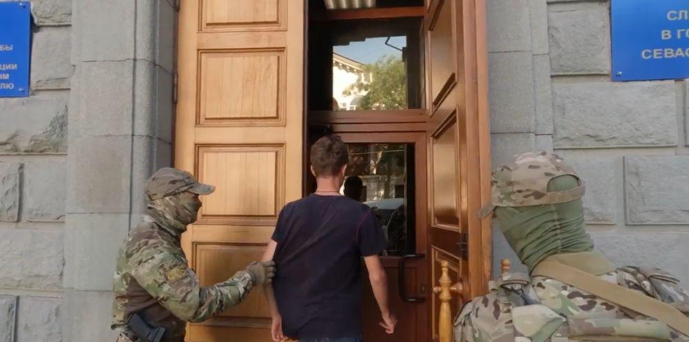 В Крыму задержали гражданина Украины, который распространял экстремистские листовки