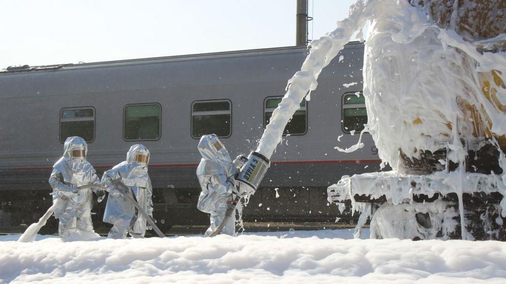 Учения МЧС: в Крыму ликвидировали последствия «крушения железнодорожного состава с нефтепродуктами»