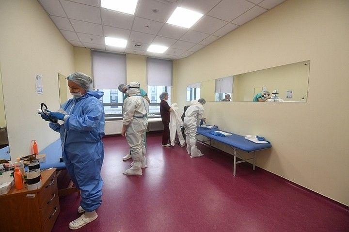 Мест нет, лечитесь дома: Почему больницы Крыма не могут принять всех больных коронавирусом