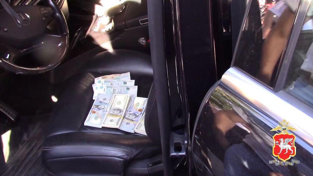 Житель Ялты организовал подпольный обменник в своей машине