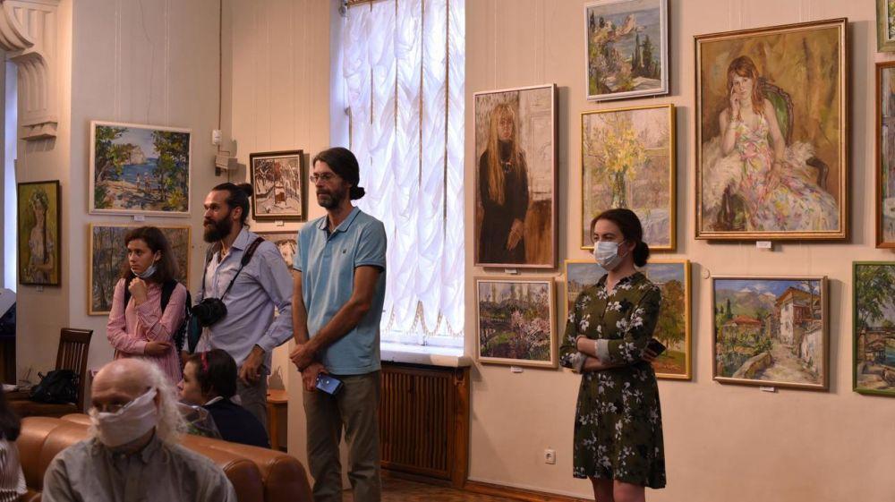 В Симферопольском художественном музее открылась выставка «Три измерения»