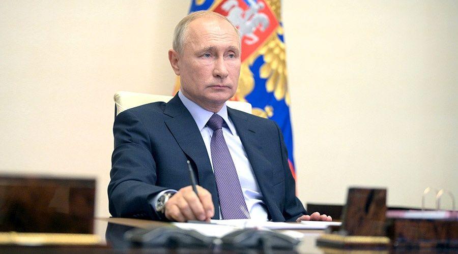 Путин призвал губернаторов не расслабляться и не упускать контроль ситуации с COVID-19