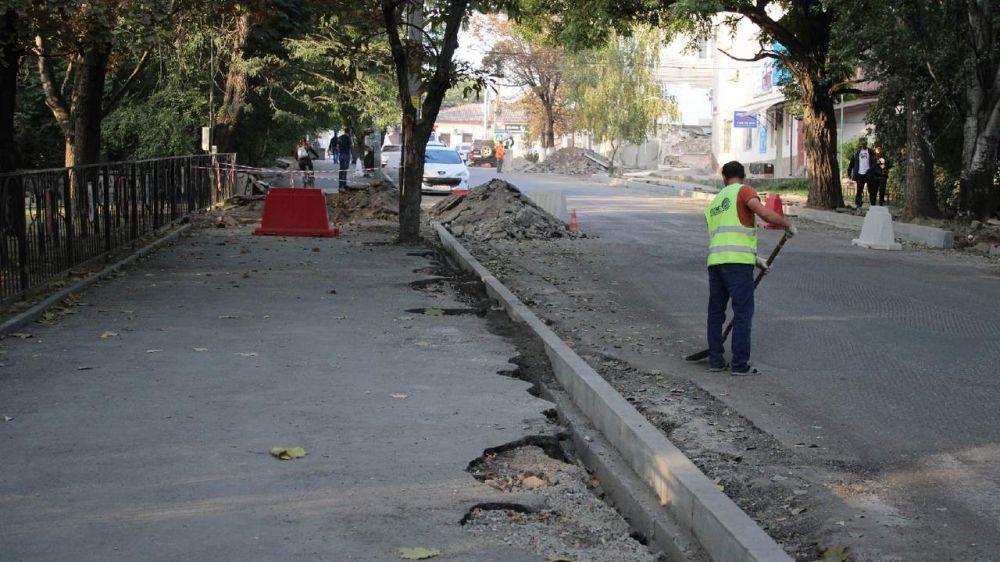 Работы по укладке брусчатки на тротуарной части Архивного спуска в Симферополе начнутся на следующей неделе