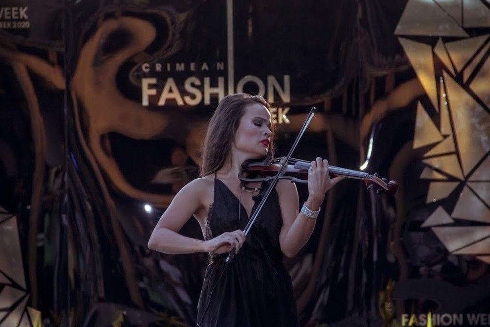Звездные гости и очаровательные модели: в старинном ялтинском особняке прошел показ мод