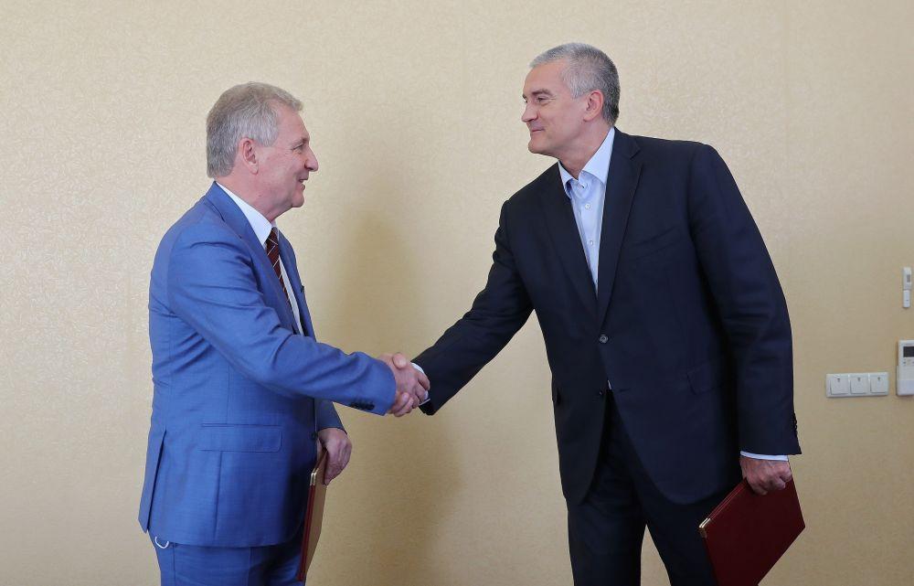 Подписанное с «Роспатентом» соглашение повысит эффективность реализации проектов по развитию науки и инноваций, — Аксёнов