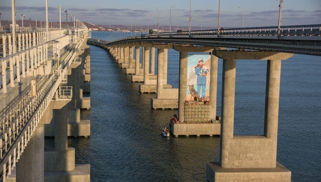 Четверо в лодке были спасены из-под Крымского моста