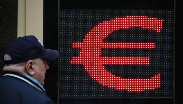 Евро дороже 91: рубль упал на рекордный за четыре года уровень
