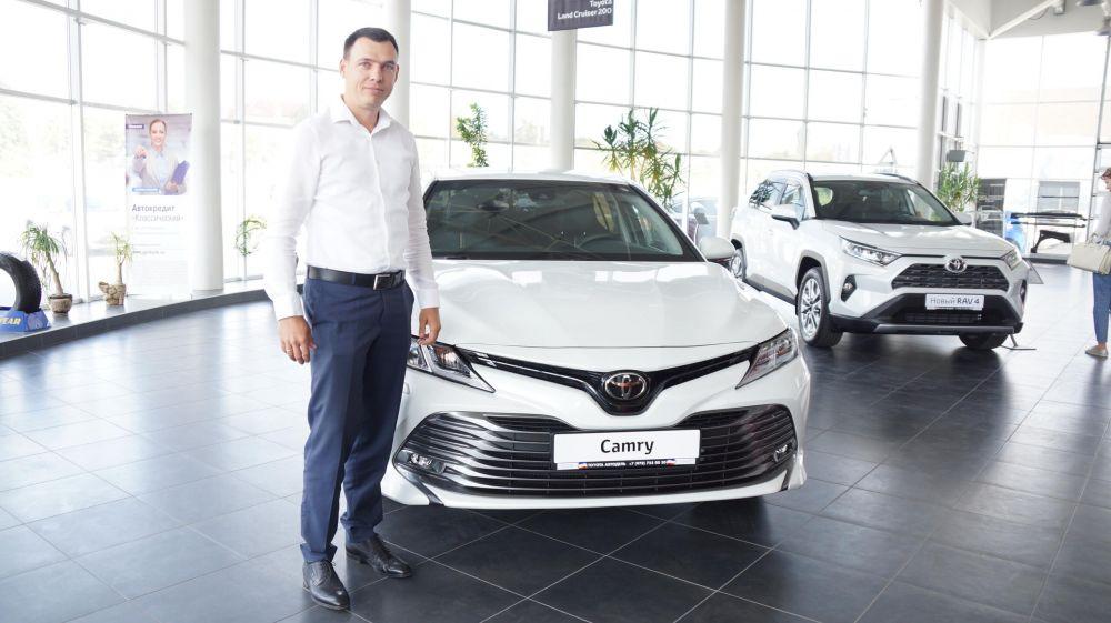 В Крым едут со всей страны за новыми автомобилями из-за дефицита на рынке