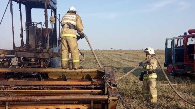 В Красногвардейском районе сотрудники ГКУ РК «Пожарная охрана Республики Крым» ликвидировали возгорание сенокосилки