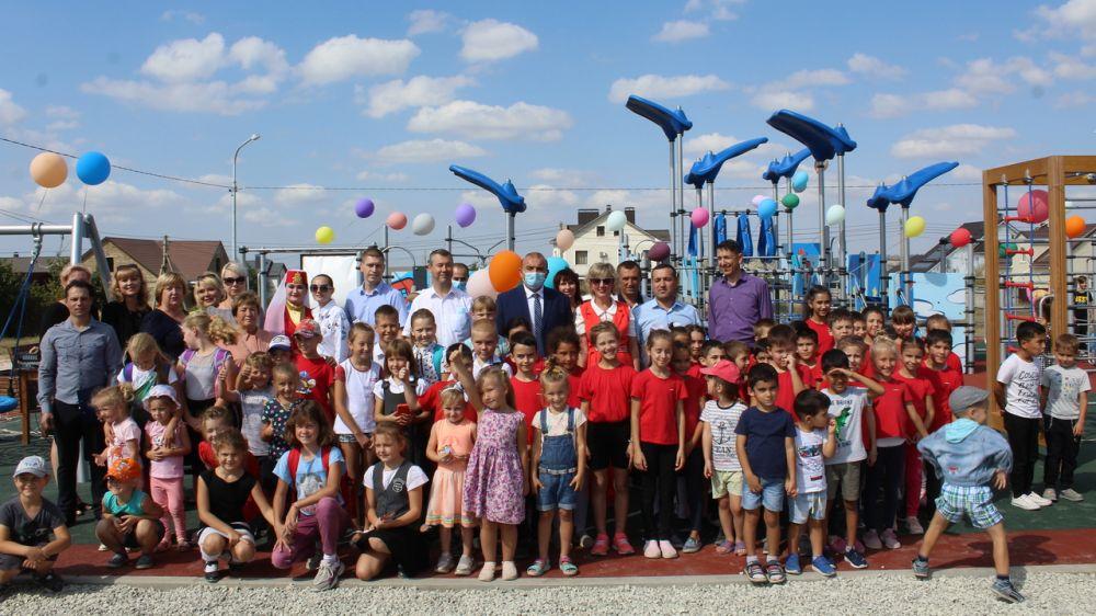 В с. Левадки Чистенского сельского поселения открыли новую детскую площадку