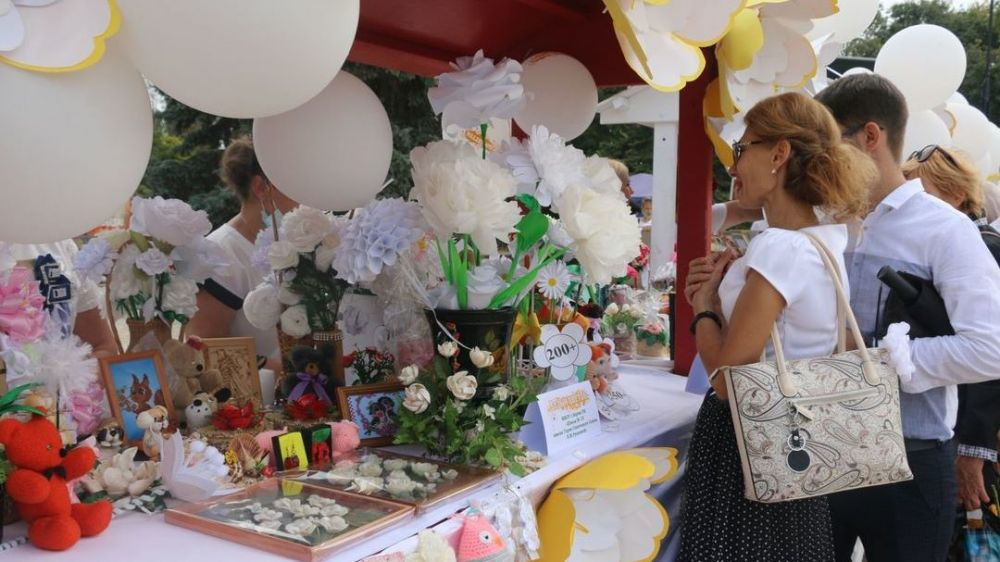 В Керчи проходит акция Белый цветок