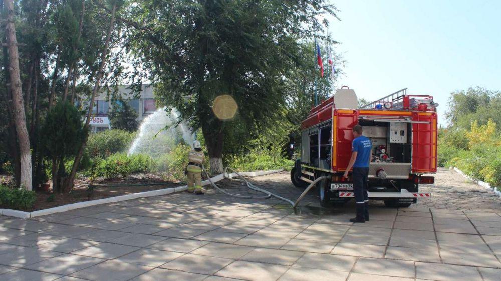 Огнеборцы ГКУ РК «Пожарная охрана Республики Крым» продолжают проводить пожарно-тактические занятия на объектах с массовым пребыванием людей
