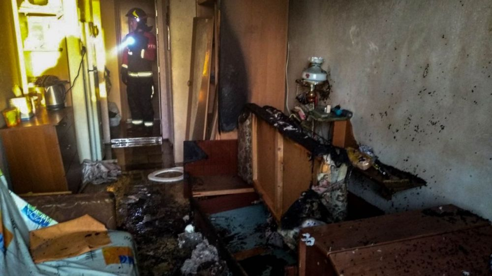 В Севастополе на пожаре спасли мужчину