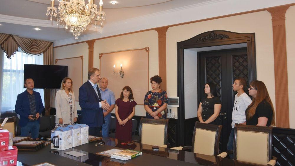 Награждение жителей, активно участвующих в общественной жизни города, в связи с празднованием Дня города Бахчисарая