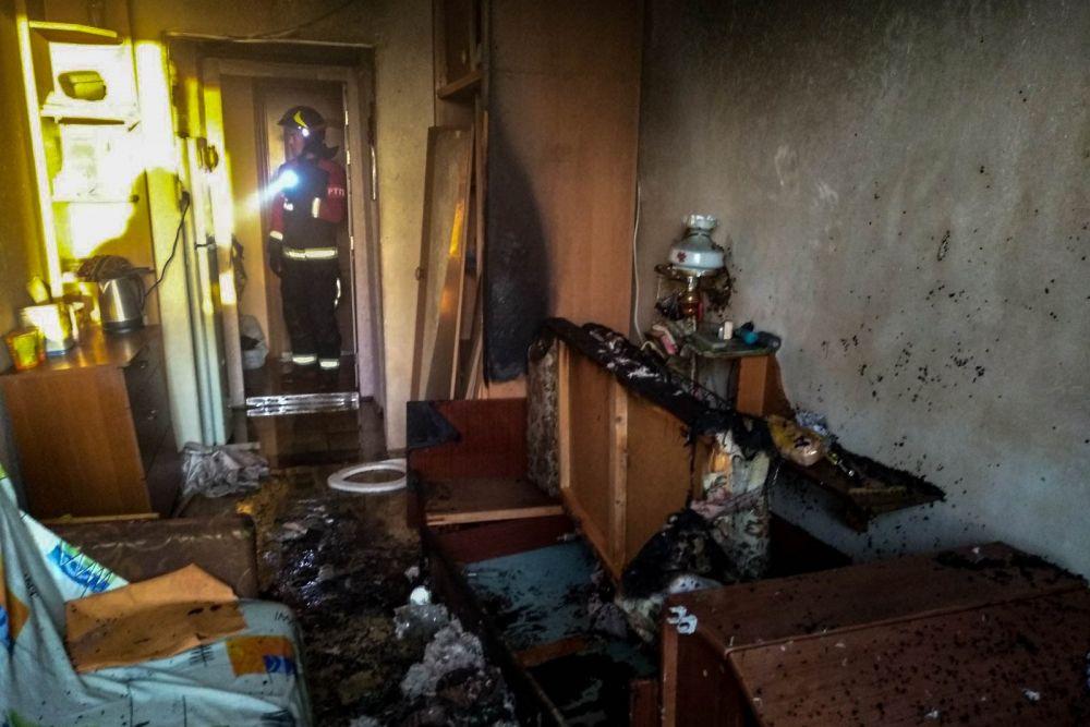 Севастопольские пожарные спасли из огня мужчину