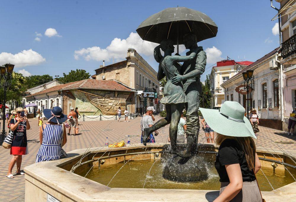 Аксёнов поздравил работников туристической отрасли