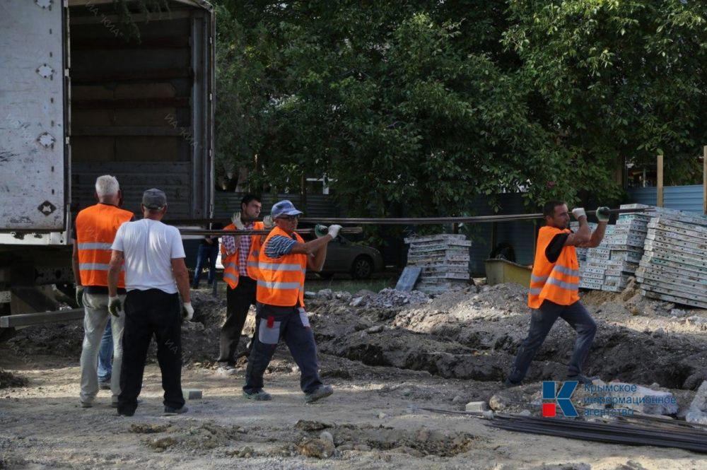 В Симферополе завершили монтаж постамента для памятника Амет-Хану Султану