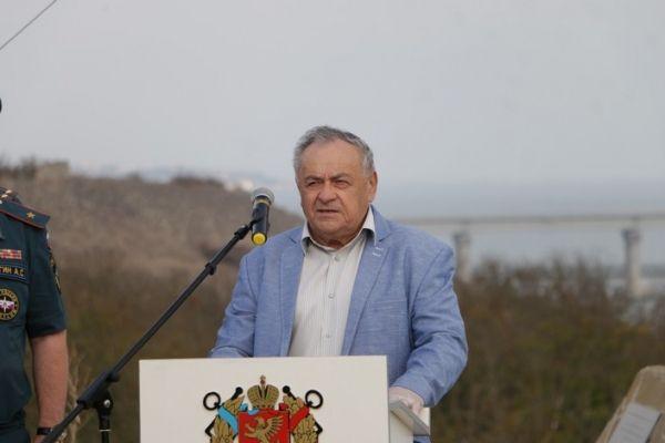 Ефим Фикс вручил награды специалистам спецотряда «Лидер»